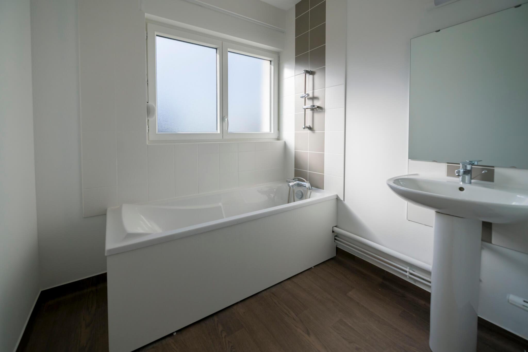 AAP_Logiest Pompey_salle de bain baignoire finie